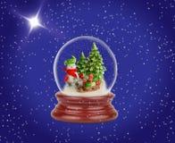 Weihnachtsschneeball oder Glaskugel Schneemann mit Geschenken Lizenzfreies Stockfoto