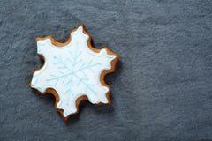 Weihnachtsschneeflocken-Plätzchenspitze Stockbild