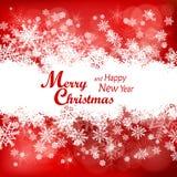 Weihnachtsschneeflockenmuster im Rot Lizenzfreie Stockfotos