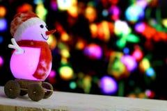 Weihnachtsschneemann auf bokeh Hintergrund Lizenzfreies Stockbild