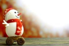 Weihnachtsschneemann auf bokeh Hintergrund Lizenzfreie Stockbilder