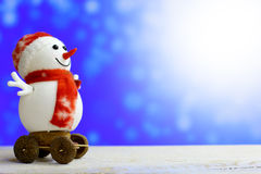 Weihnachtsschneemann auf bokeh Hintergrund Stockbild