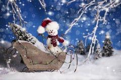 Weihnachtsschneemann in Pferdeschlitten 2 Lizenzfreie Stockbilder