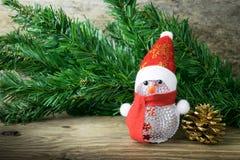 Weihnachtsschneemannspielzeug und Weihnachtsdekorationen Stockfotos