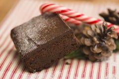 Weihnachtsschokoladenkuchen lizenzfreies stockbild