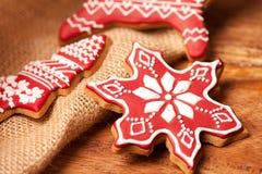 Weihnachtsselbst gemachte Lebkuchenplätzchen Lizenzfreies Stockbild