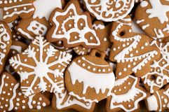 Weihnachtsselbst gemachte Plätzchen als Hintergrund Lizenzfreie Stockfotografie