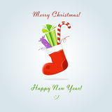 Weihnachtssocke mit Geschenk und Bonbon Stockbilder