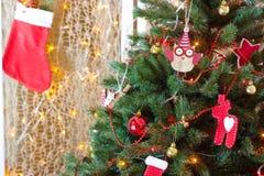 Weihnachtssocke und Weihnachtsbaum Lizenzfreie Stockfotografie