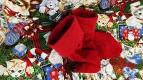 Weihnachtssocken und -steppdecke lizenzfreie stockbilder