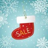 Weihnachtssocken-Verkaufstag auf einem schneebedeckten Hintergrund Lizenzfreies Stockfoto