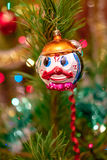 Weihnachtsspielwaren auf dem Weihnachtsbaum Stockbilder
