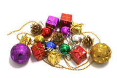 Weihnachtsspielwaren auf Girlande Lizenzfreie Stockfotos