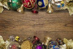 Weihnachtsspielwaren auf Holz Lizenzfreies Stockbild