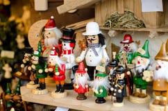Weihnachtsspielwaren im Markt stockbilder