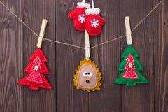 Weihnachtsspielwaren mit ihren eigenen Händen Lizenzfreie Stockbilder