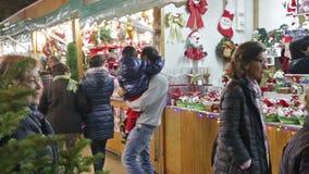 Weihnachtsspielwaren und -geschenke stock video footage
