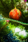 Weihnachtsspielzeug auf dem Weihnachtsbaum Stockfotografie