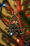 Weihnachtsspielzeug auf dem Weihnachtsbaum Stockbild