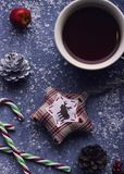 Weihnachtsspiritus? mit Sankt und Noel Stockbilder
