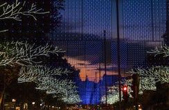 Weihnachtsstadtlichter über Straße Lizenzfreie Stockfotografie