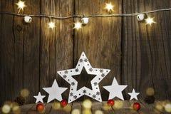 Weihnachtssterne auf hölzernem Hintergrund Stockbild