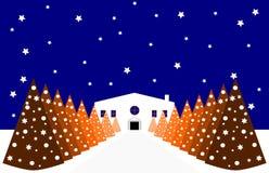 Weihnachtsstilisiertes Haus mit Weihnachtsbäumen Stockbild