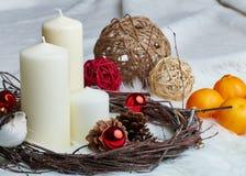 Weihnachtsstilllebenkerze Lizenzfreie Stockfotos