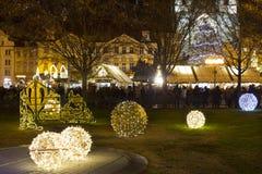 Weihnachtsstimmung auf dem Nachtalten Marktplatz, Prag, Tschechische Republik stockfotos