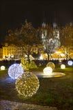 Weihnachtsstimmung auf dem Nachtalten Marktplatz, Prag, Tschechische Republik stockbild