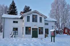 Weihnachtsstimmung am Freiluftmuseum Hägnan in Gammelstad Stockbild
