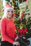 Weihnachtsstimmungsmädchen Lizenzfreie Stockfotos