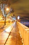 Weihnachtsstraße im St. Petersburg verziert mit feenhaften Leuchten Stockbilder