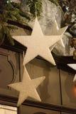 Weihnachtsstraßendekorationen, die ein Sterndesign kennzeichnen Lizenzfreies Stockbild