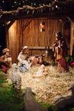 Weihnachtsszene mit drei weisen Männern und Schätzchen Jesus Stockbilder
