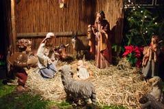 Weihnachtsszene mit drei weisen Männern und Schätzchen Jesus Stockfoto