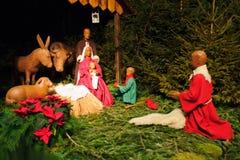Weihnachtsszene mit drei weisen Männern und Schätzchen Jesus Stockfotografie