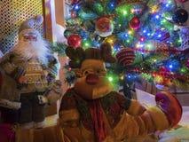 Weihnachtsszene mit Ren und Santa Claus Lizenzfreie Stockfotografie