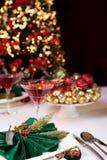 Weihnachtstabelle und -baum Stockfotos
