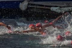 WEIHNACHTStageshafen-SCHWIMMEN 2015, BARCELONA, Hafen Vell - 25. Dezember: Schwimmerrennen auf 200 Metern Abstand Stockfoto