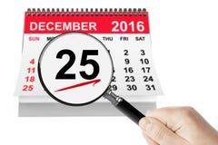 Weihnachtstageskonzept 25. Dezember 2016 Kalender mit Vergrößerungsglas Stockfoto