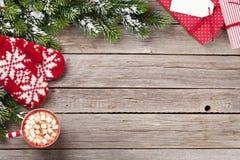 Weihnachtstannenbaum, Geschenkboxen, heiße Schokolade stockbilder