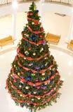 Weihnachtstannenbaum im Mall Lizenzfreie Stockfotografie