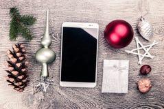 Weihnachtstannenbaum mit Kegeln Stockbilder