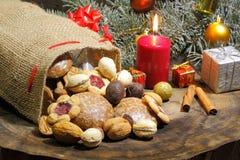 Weihnachtstasche, Weihnachtsplätzchen, Kekse, Lebkuchen, Geschenke, stockbilder