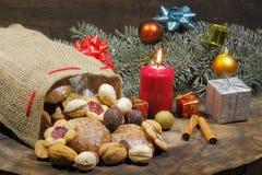 Weihnachtstasche, Weihnachtsplätzchen, Kekse, Lebkuchen, Geschenke, lizenzfreie stockfotografie