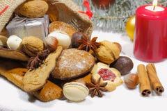Weihnachtstasche, Weihnachtsplätzchen, Kekse, Lebkuchen, Geschenke, lizenzfreie stockfotos