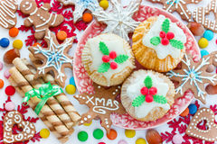 Weihnachtstraditionelle Bonbons und -festlichkeiten - köstliche kleine Kuchen können Lizenzfreie Stockbilder
