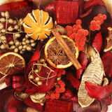 Weihnachtstrockenblumengesteck Stockfoto