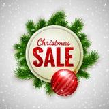 Weihnachtsverkauf, der die weiße Fahne verziert mit Tannenzweigen und rotem Flitter auf Showhintergrund, Winterschlussverkauf ann lizenzfreie abbildung